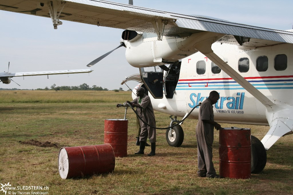IMG 8033-Kenya, plane refuling in out-of-africa style