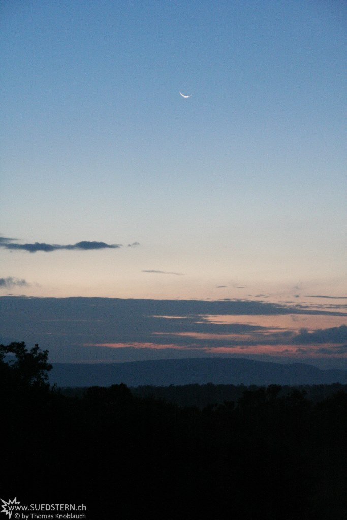 IMG 8641-Kenya, crescent moon in Masai Maras dawn